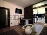 1- izb. byt s balkónom na začiatku Petržalky, dobrá lokalita, moderný obytný dom, Šustekova ul.
