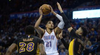 NBA: Thunder zdolali LA Lakers, Westbrook s ďalším triple-double