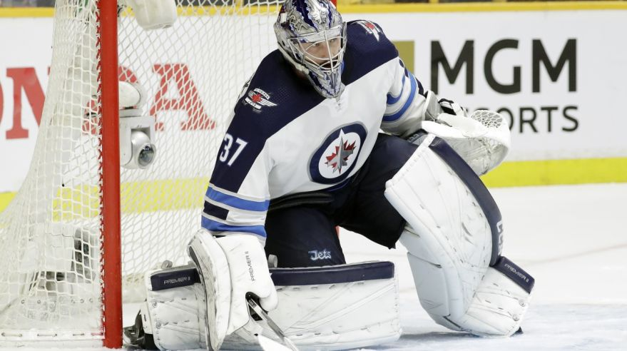Brankár Winnipegu Jets Connor Hellebuyck.