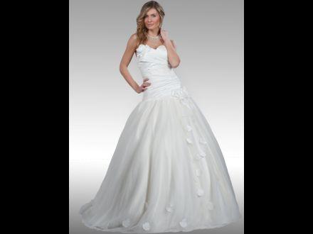 5b703c03f502 Svadobný salón Weda a svadobný obchod. Predaj a požičovňa svadobných šiat
